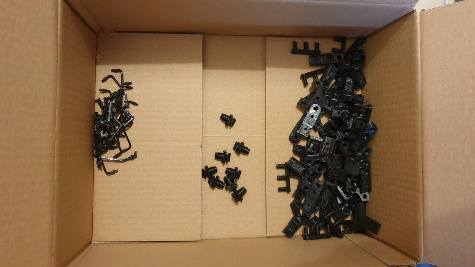 Die Bauteile für die Leser-Testsets werden gedruckt.